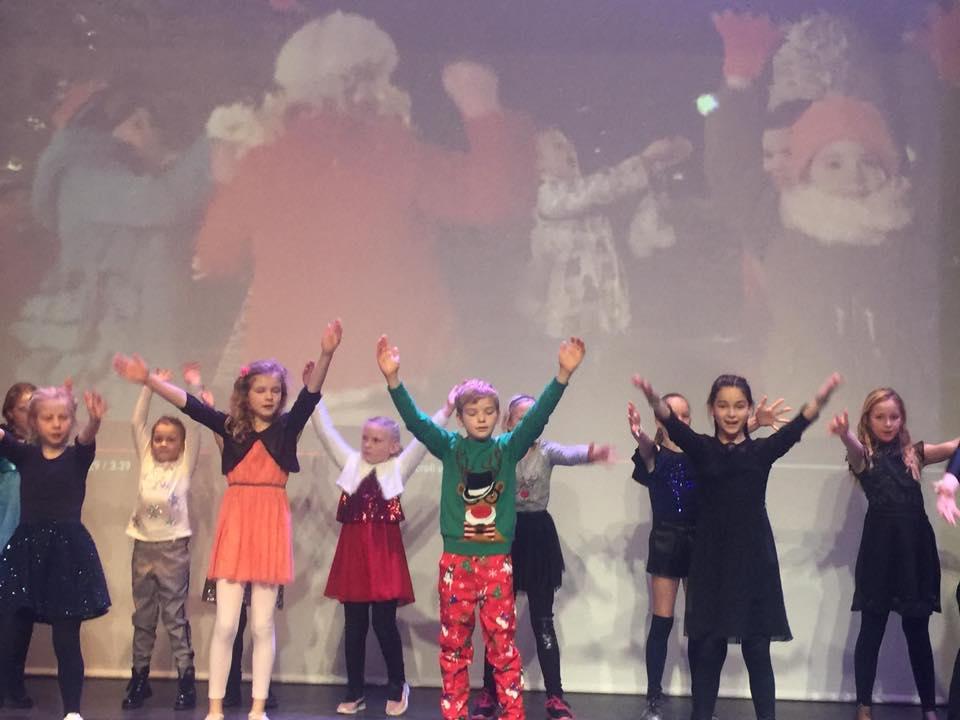 Musicalgroep EigenWijs treedt op tijdens kerstmarkt